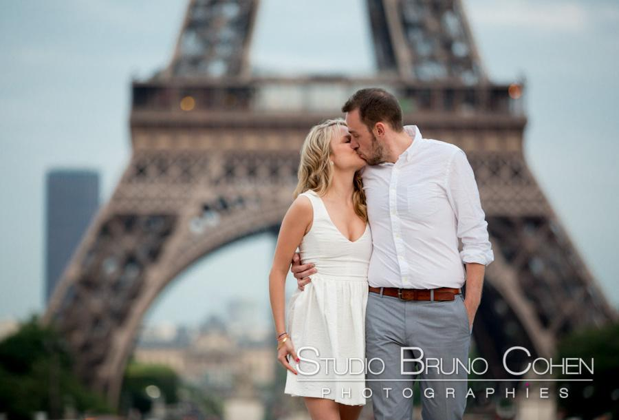 Portrait engagement a Paris au trocadero