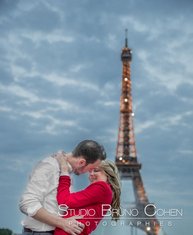 Portrait engagement au trocadero a Paris