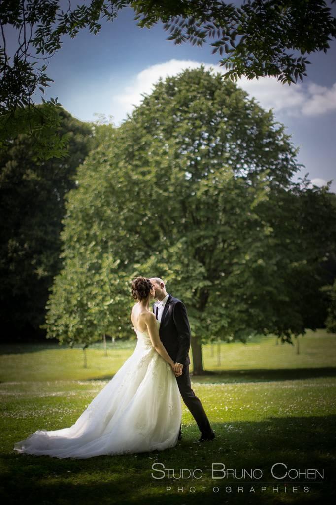 mariés dans le parc du Chateau de la Tour, Gouvieux Chantilly