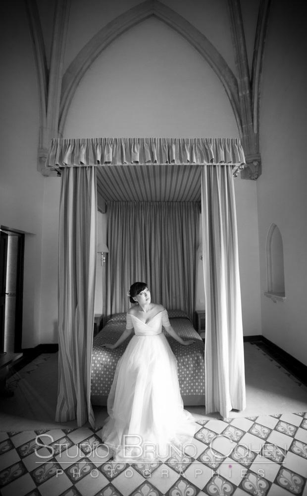 mariee qui attend les retrouvailles dans sa chambre