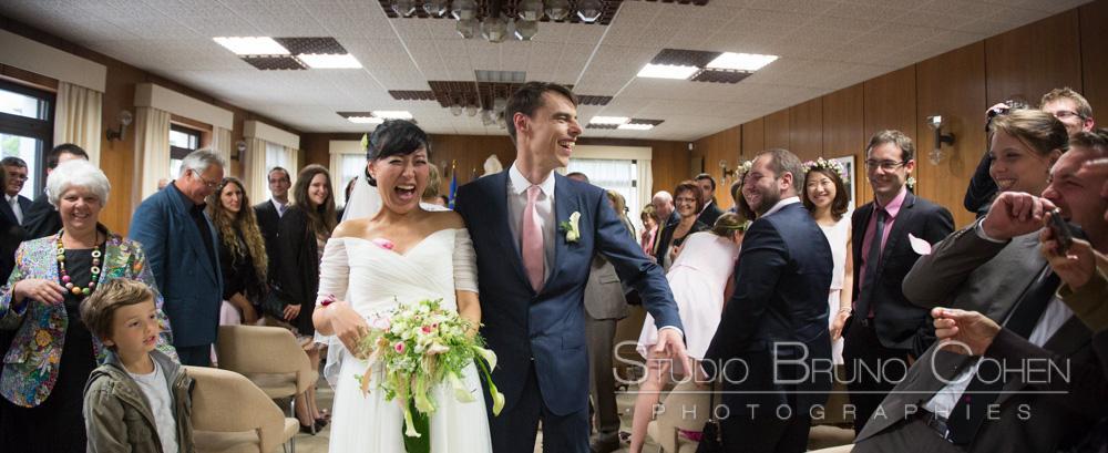 maries rigolent avec leurs invites