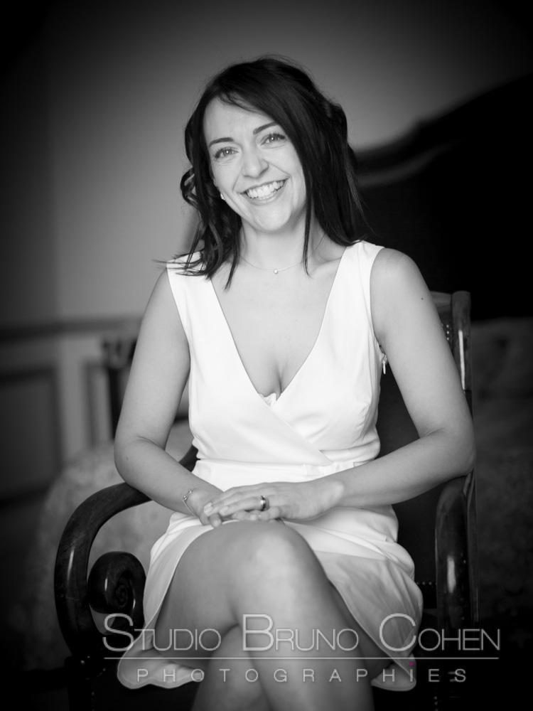 Portrait de la mariee souriante