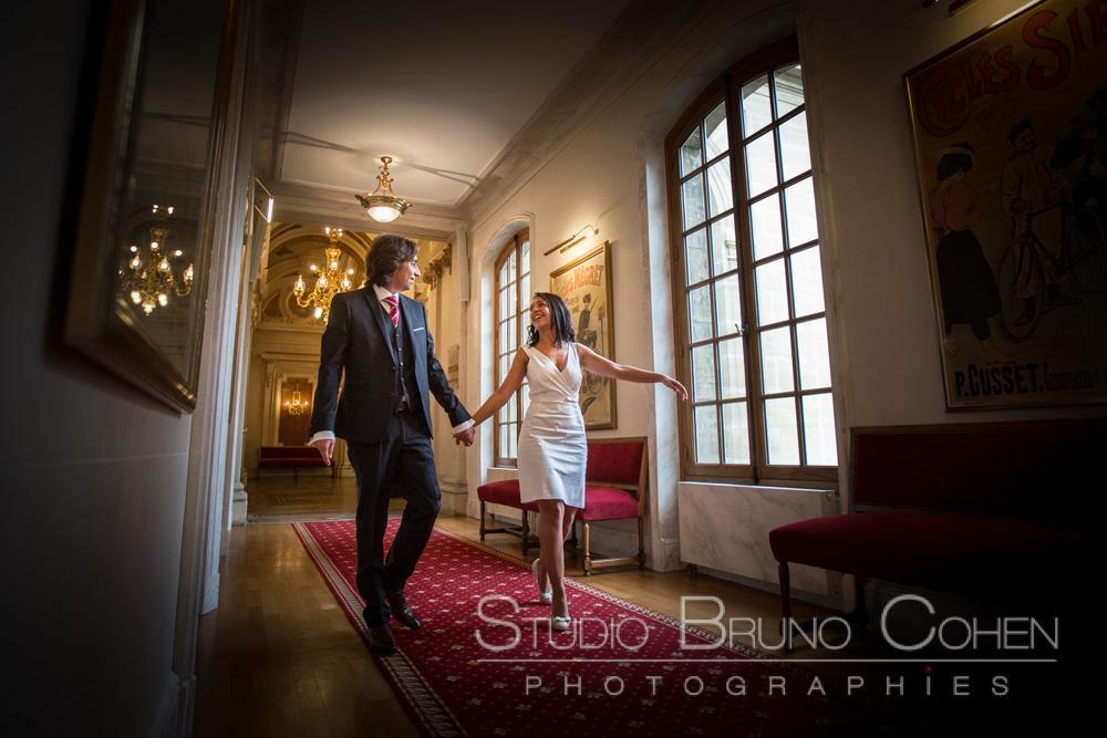 les maries arpentent les couloirs de la mairie
