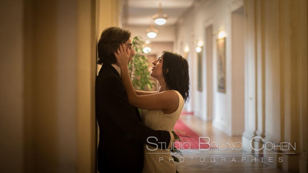 portrait de couple dans les couloirs de la mairie