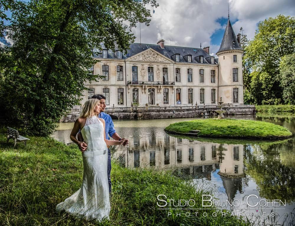 couple de mariés dans le parc du Chateau d'Ermenonville