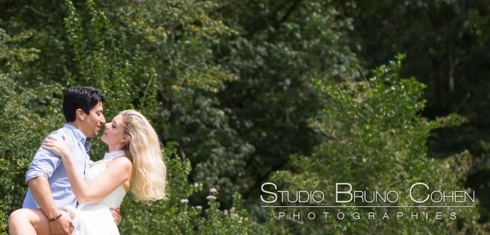 maries posant dans le parc du chateau d'ermenonville