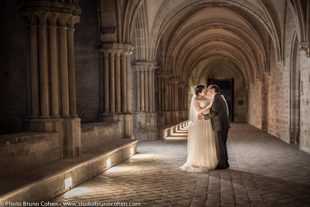 portrait de couple dans le cloitre de l'abbaye de royaumont