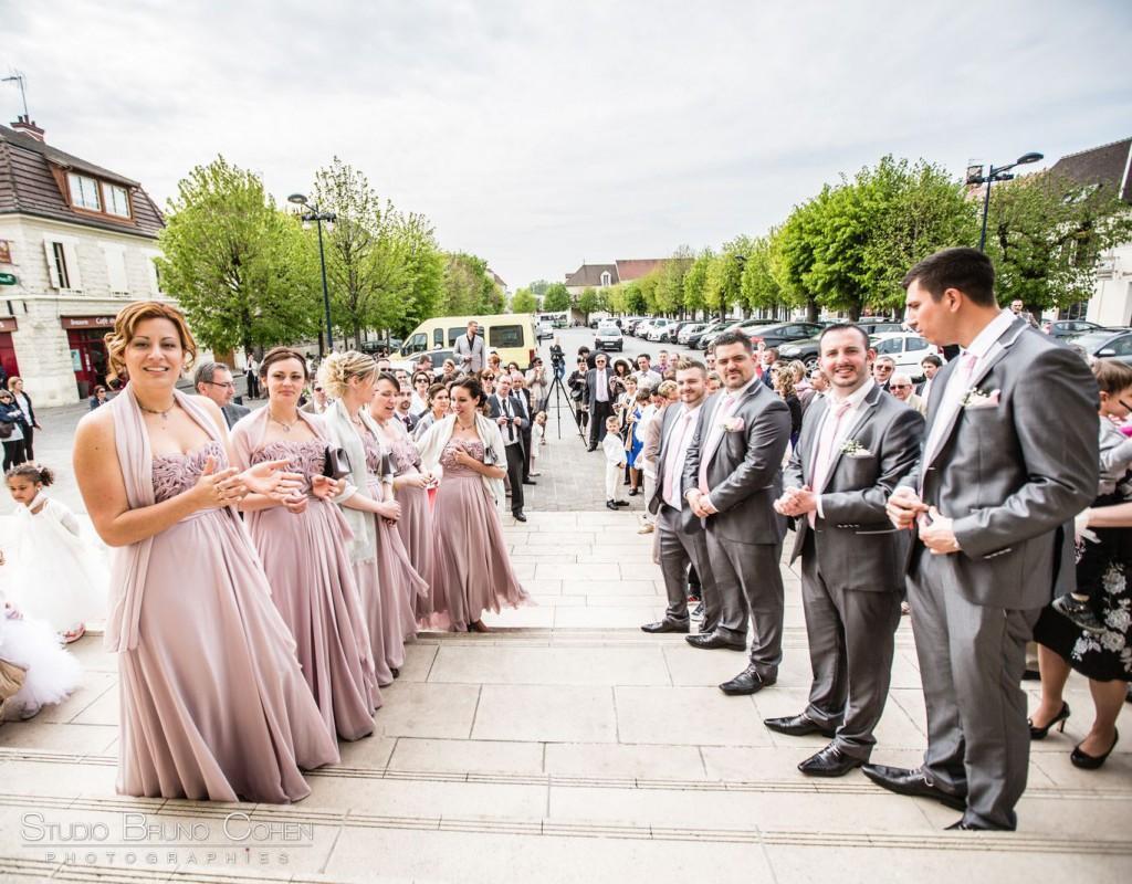 haie d'honneur à la sortie d'une cérémonie civile de mariage à Gouvieux