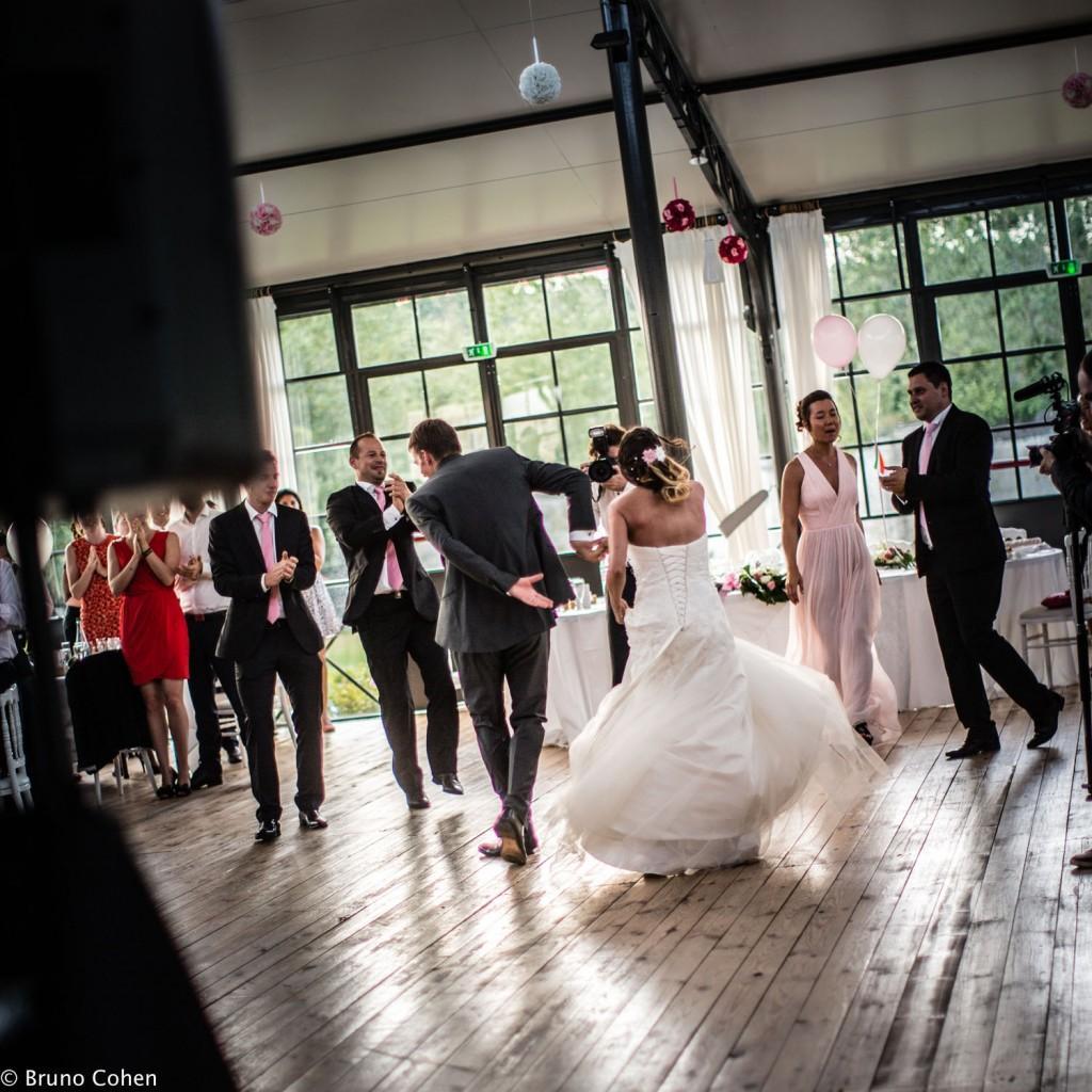 maries dansent lors de leur soiree