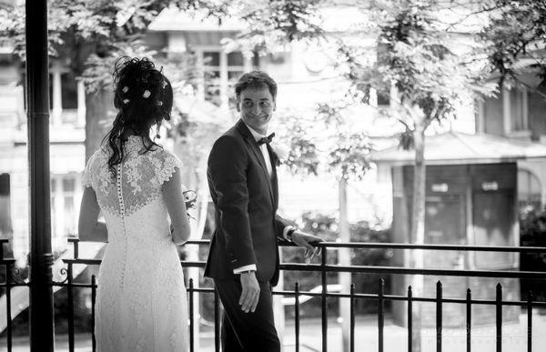 mari retrouve sa femme dans un square a paris