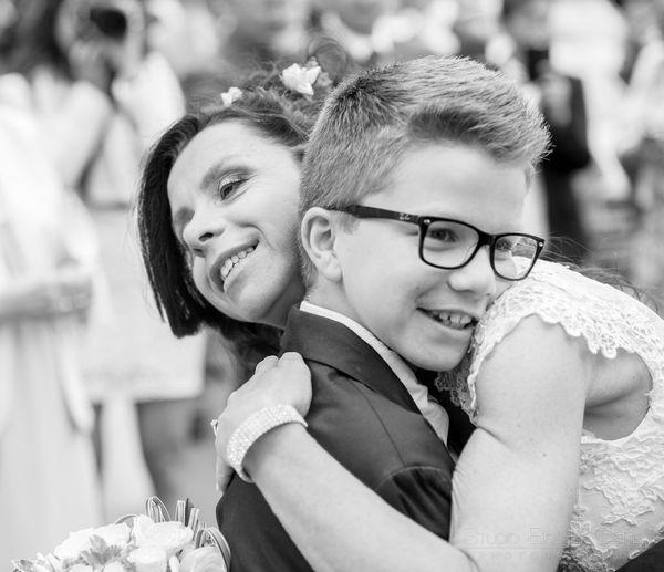 calin entre la mariee et son fils cadet