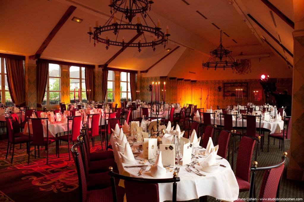 salle du diner d'un mariage au manoir de gressy seine-et-marne