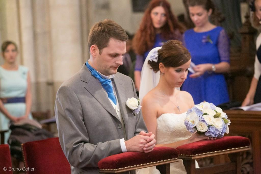 maries a genoux pendant la ceremonie