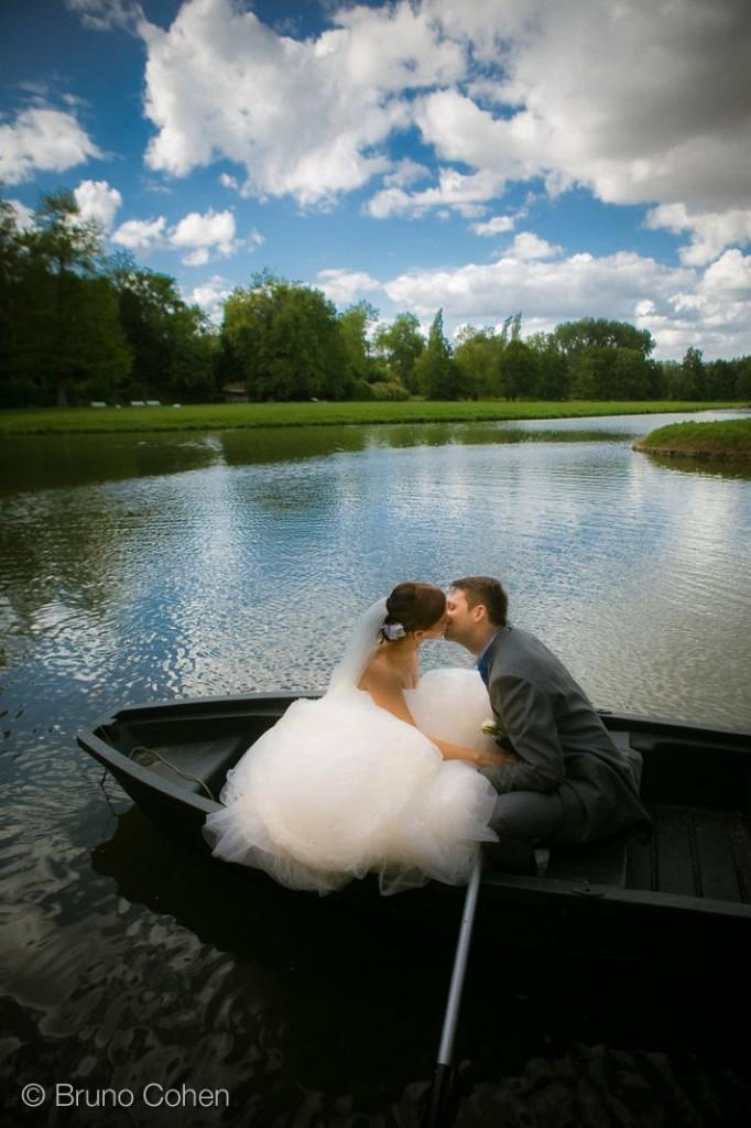 portrait de couple dans la barque devant le chateau d'ermenonville