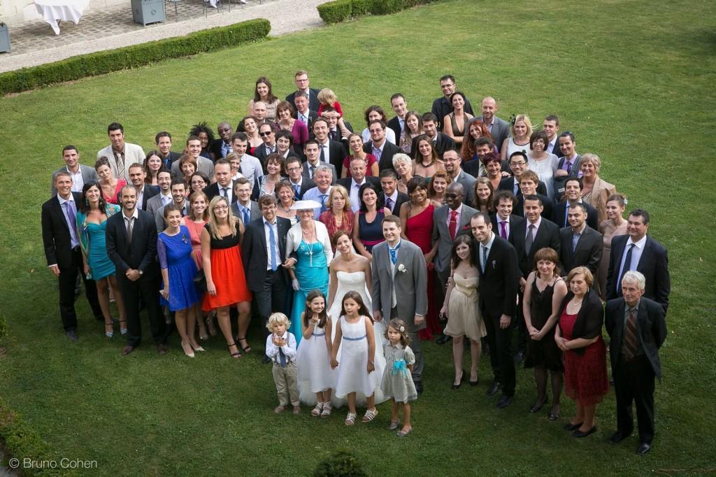 photo de groupe des invites avec les maries
