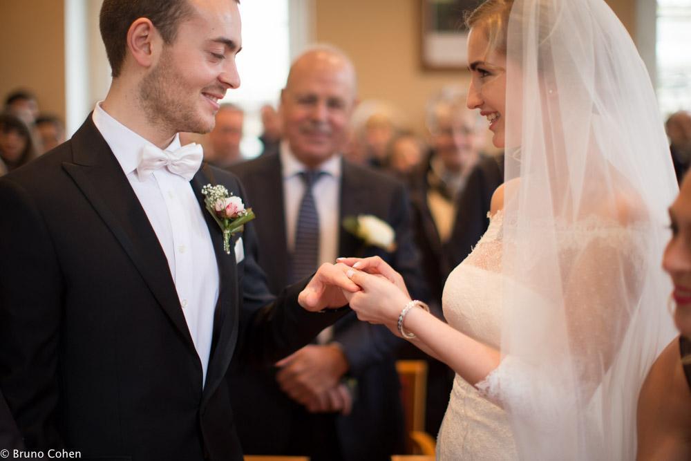 echange d'alliance entre les maries