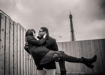 engagement photographer paris eiffel tower