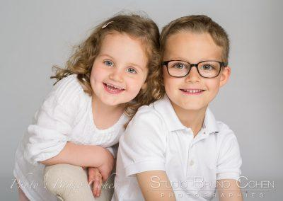 photographe portrait enfants fond blanc