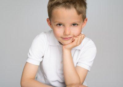 photographe portrait enfant fond blanc