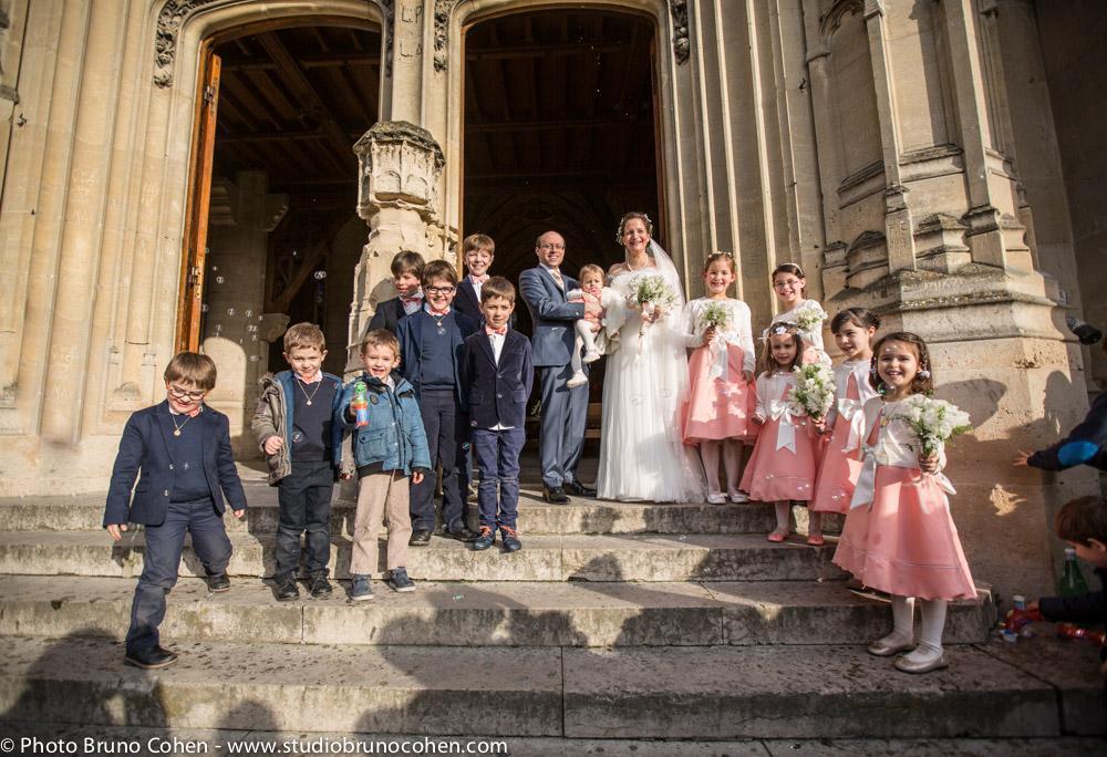 maries et les enfants devant la collegiale de montmorency
