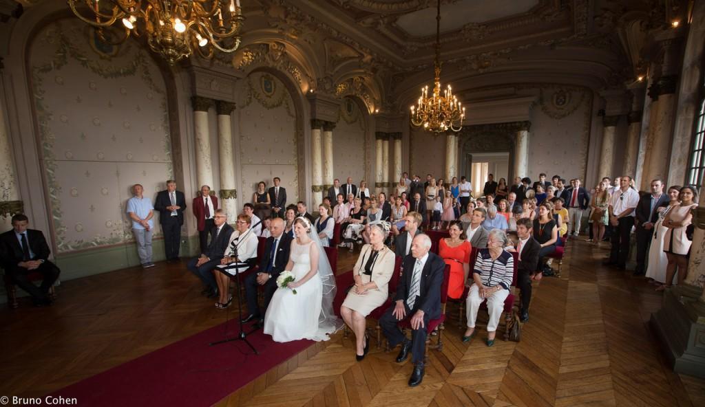 maries et invites lors de la ceremonie civile