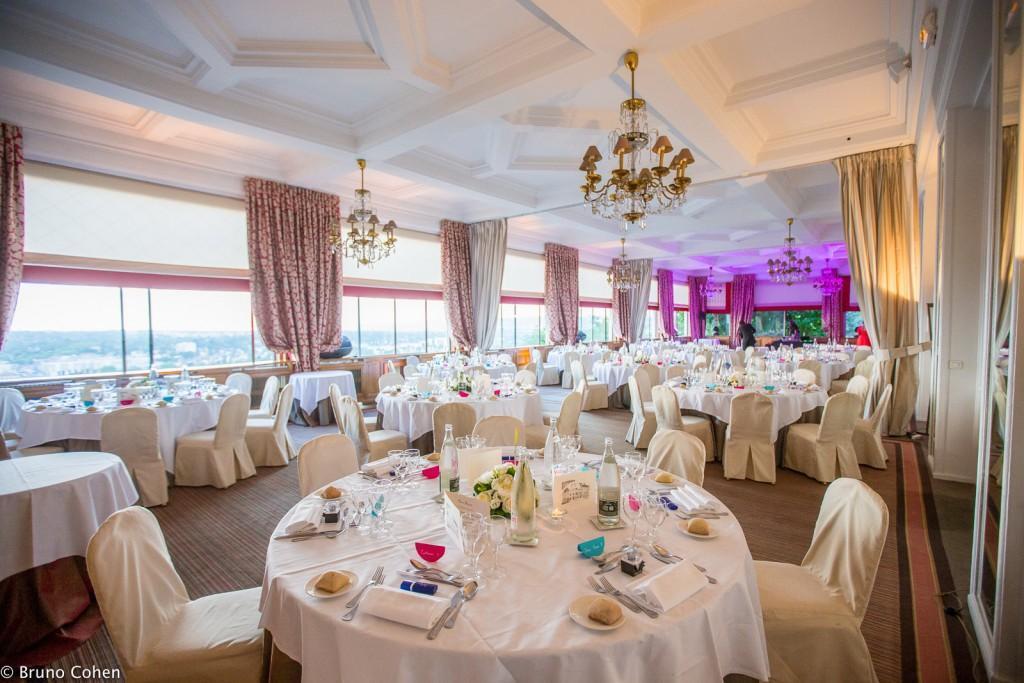 salle de diner de mariage avec vue panoramique au Pavillon Henri IV à Saint Germain en Laye