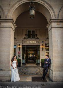mariage-portrait-hotel-brighton-tuileries-couple-maries-paris