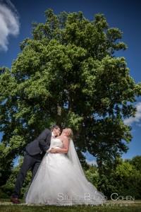 mariage-chateau-de-saint-remy-en-l-eau-parc-maries-couple