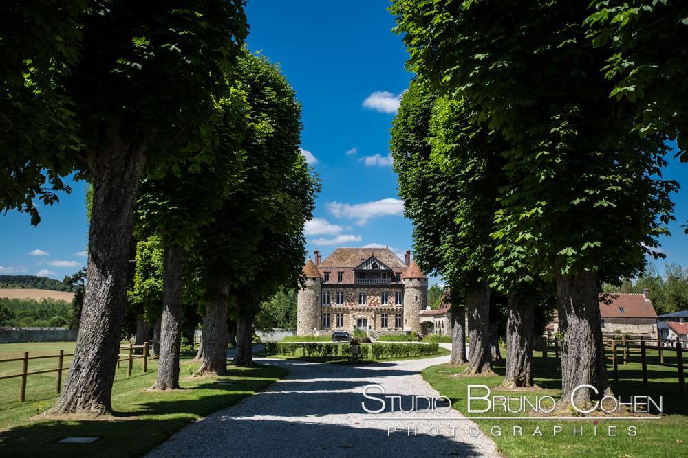 route de l'entrée du chateau de la trye à hermes, oise - lieu de reception pour les mariages
