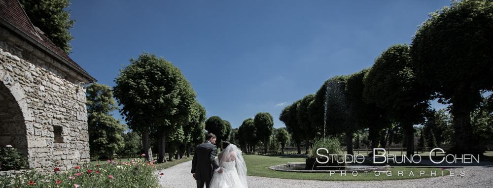 maries devant l'entree du chateau
