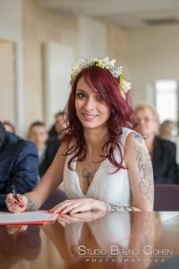 mariage-mairie-gouvieux-oise-ceremonie-civile-mariee-registre-signature