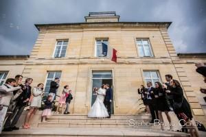 mariage-mairie-gouvieux-oise-ceremonie-civile-maries-baiser-invites