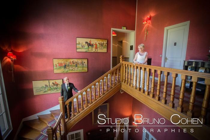 couple de marie dans les escalier du chateau de la tour