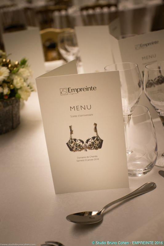 menu imprimé sur papier pour le diner de gala de l'entreprise empreinte