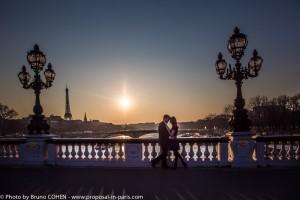 proposal-in-paris-couple-engagement-eiffel-tower