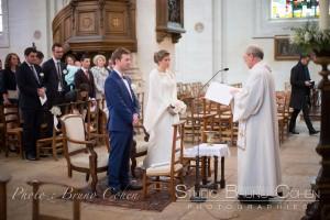 mariage-chantilly-couple-eglise-pretre
