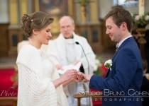 mariage-chantilly-eglise-couple-maries-pretre-alliance