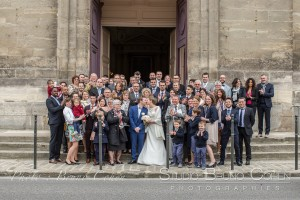 mariage-photographie-chateau-de-chantilly-maries-couple-invites-groupe