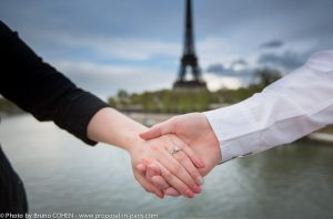 proposal-in-paris-engagement-photographer-ring-eiffel-tower