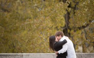 proposal-in-paris-engagement-photographer-couple-kiss