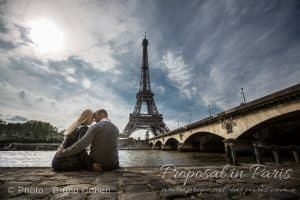 proposal-paris-portrait-couple-photographe-tour-eiffel