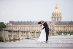 photo-mariage-place-des-invalides-paris-couple
