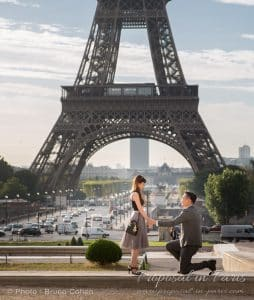 proposal-couple-eiffel-tower-paris