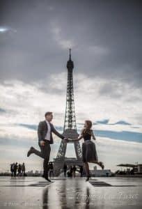 proposal-couple-foreign-eiffel-tower-paris