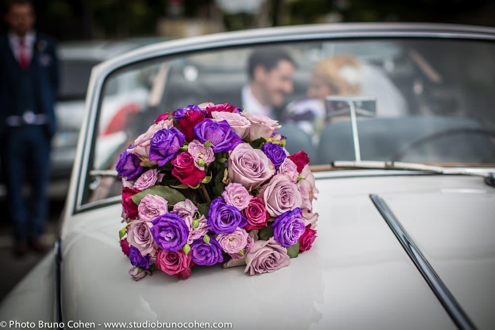 bouquet de décoration sur la voiture