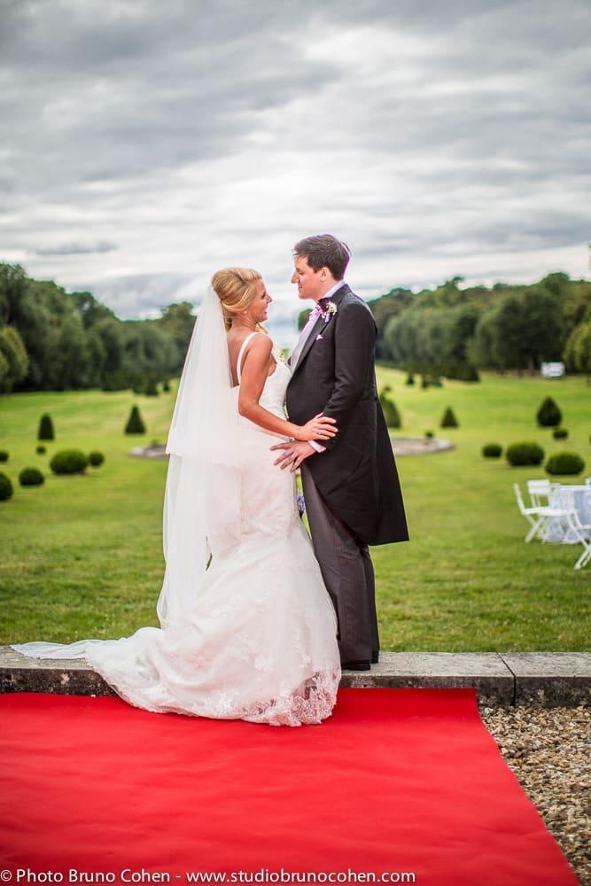 maries devant le parc du chateau de champlatreux