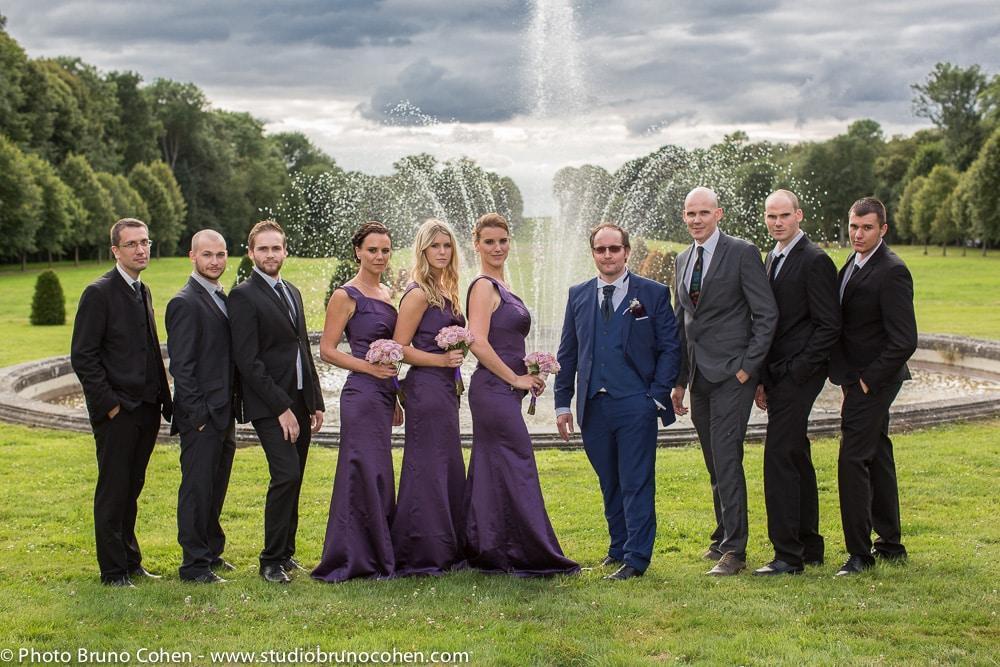 temoins et demoiselles d'honneurs dans le parc du chateau de champlatreux