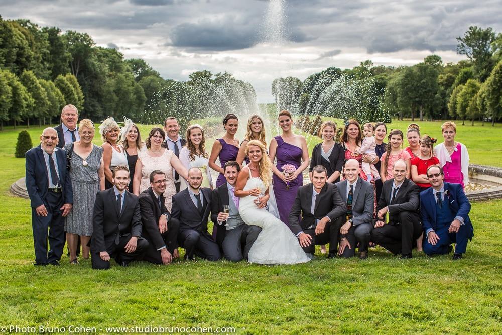 groupes invites et les maries dans le parc du chateau de champlatreux