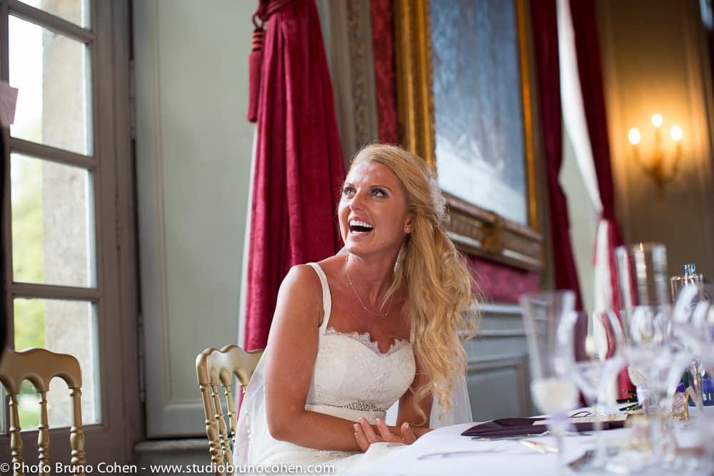 mariee rigole au discours de son mari