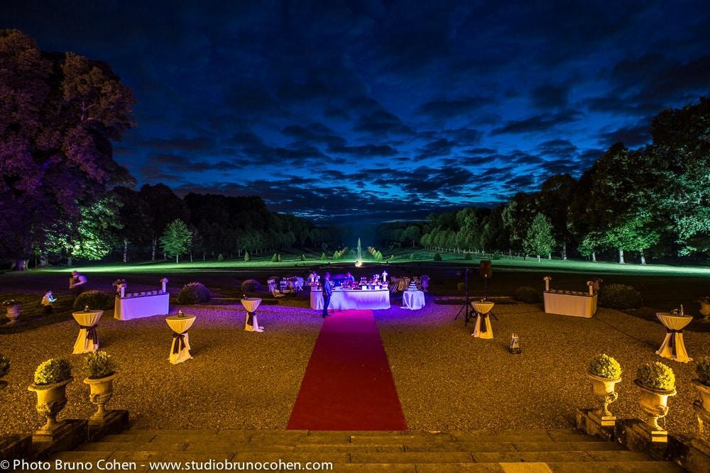 parc du chateau de champlatreux dans la soiree